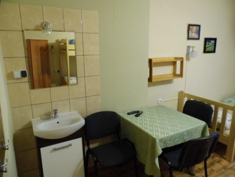 Pokój 5 osobowy z umywalką