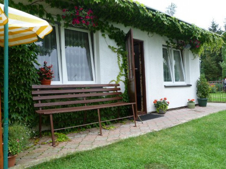 Domek murowany- 2 pokoje z łazienkami