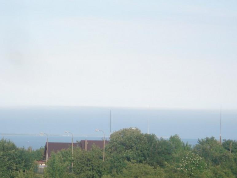 piekna panorama morza bałtyckiego z balkonu z górnych kondegnacji