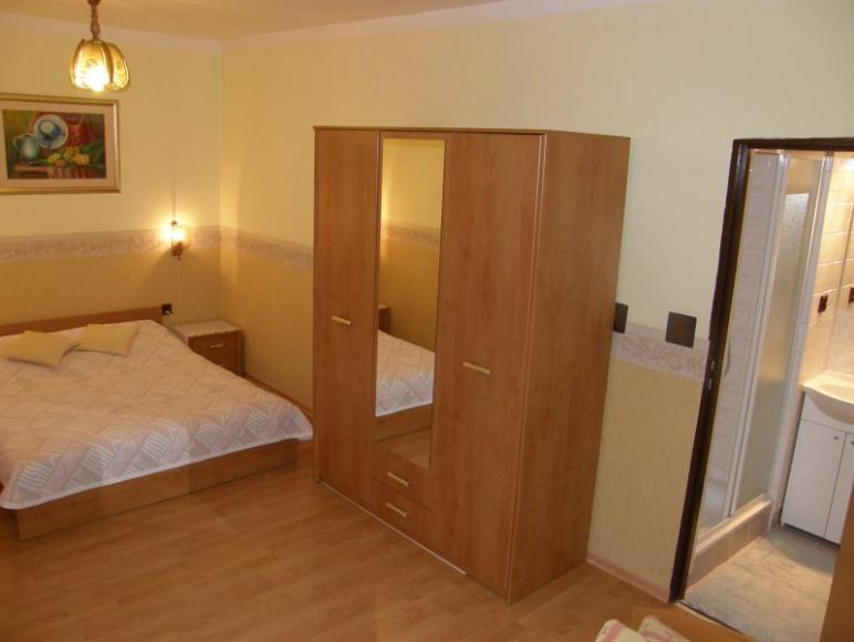 Pokój nr.1-sypialnia i łazienka.