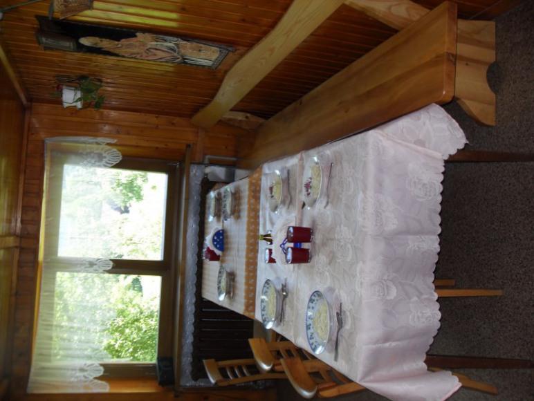 stoły nakryte do obiadu