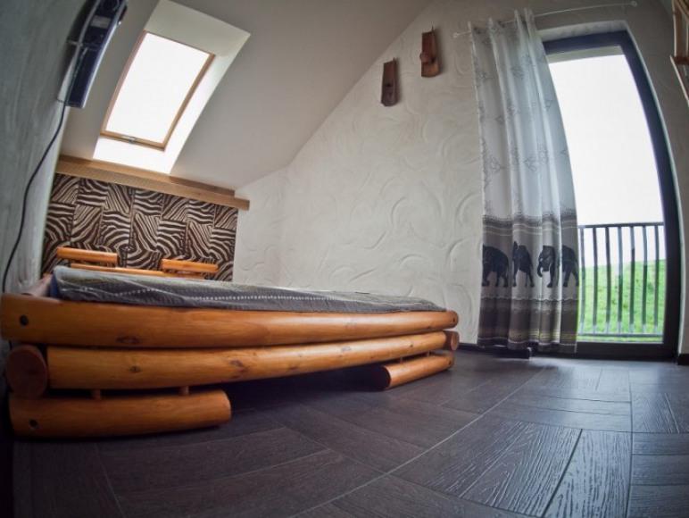 Jedna z pięciu sypialni