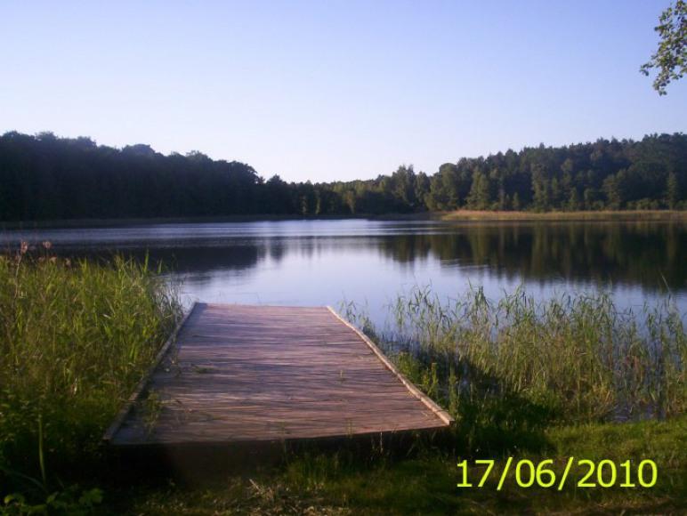 Pomost nad jeziorem Wyrwy Wielkie.