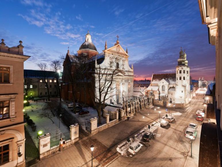 Widok na kościół Św. Piotra i Pawła