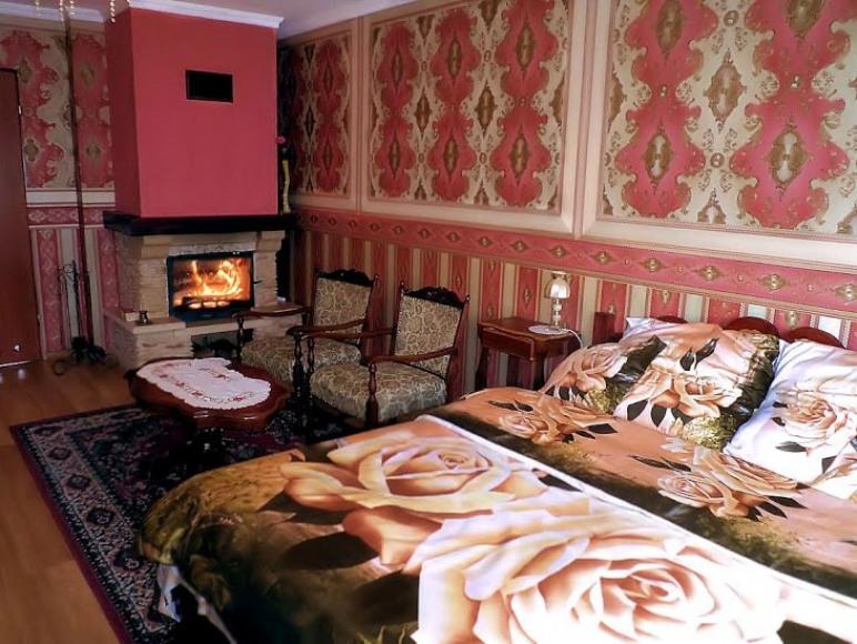 Pokój Różany z kominkiem