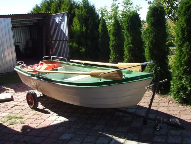 łódź wiosłowa do dyspozycji gości