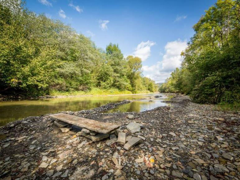 Rzeka tuż za domkiem