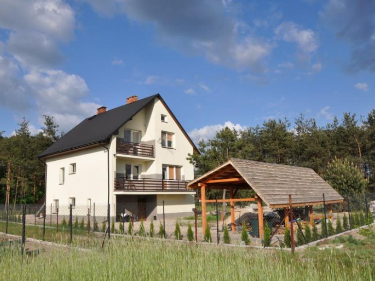 Dom z altaną i miejscem na grilla