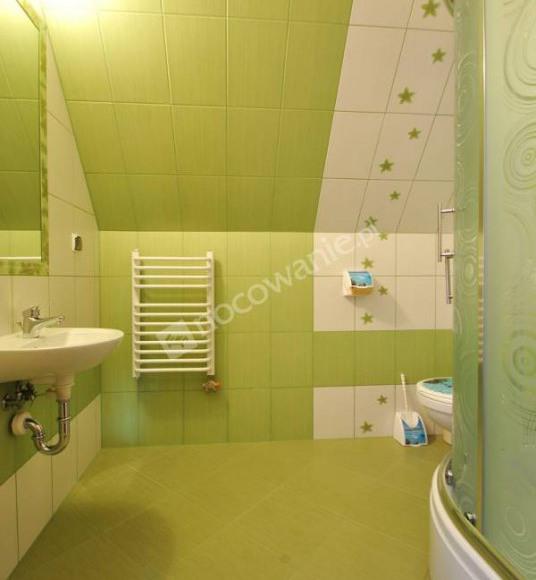 łazienka w pokojó 4 osobowym