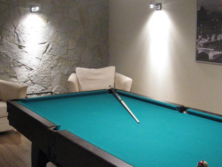 Stół bilardowy, zamiennie stół ping-pongowy