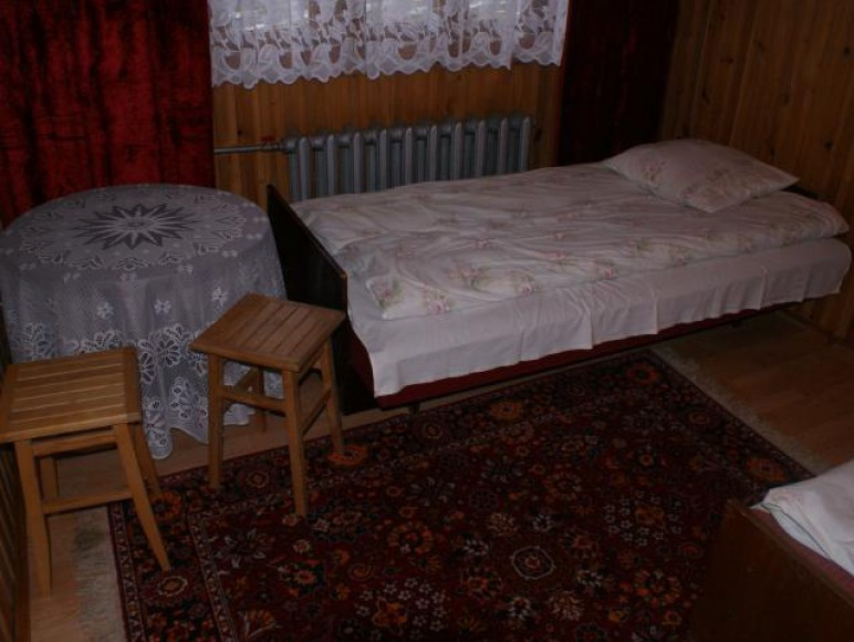 Pokój 2os łazienka na korytarzu