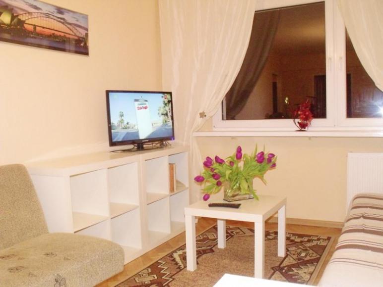 Salonik w apartamencie z 4 sypialniami