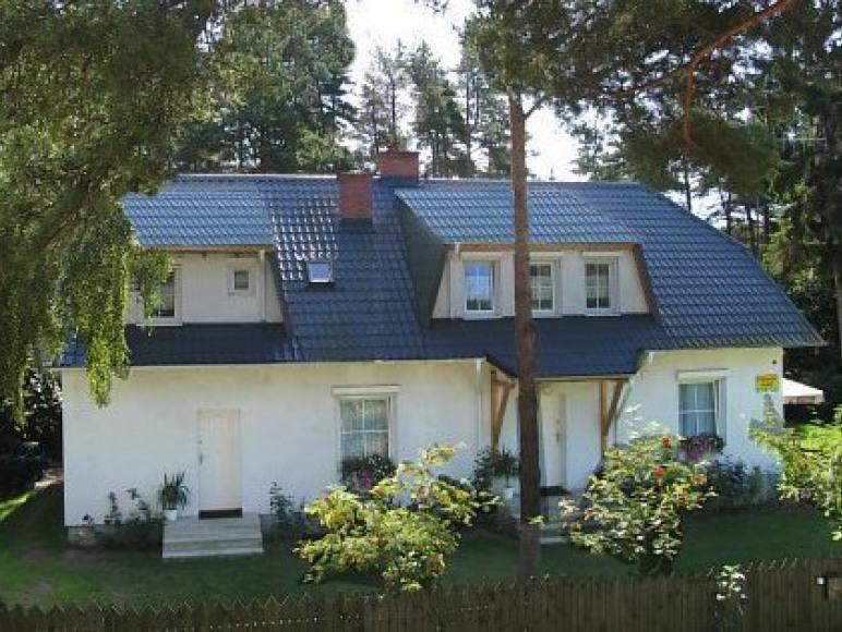 Biały domek w Poddąbiu