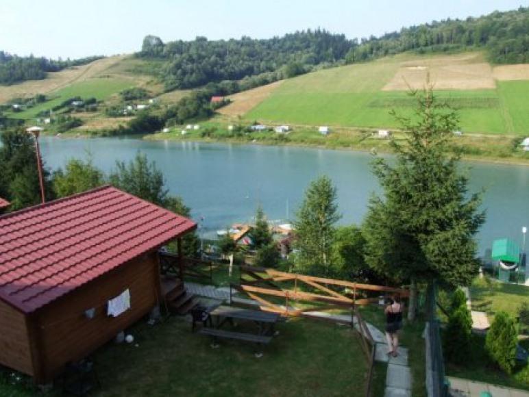 Widok z domków na jezioro