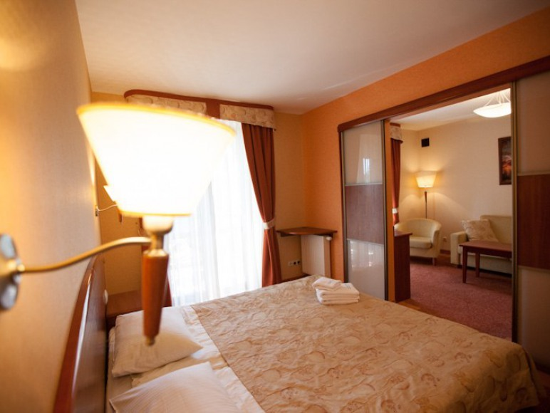 Sypialnia w apartamencie.