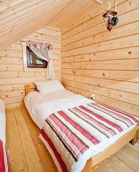Łóżko na antresoli w Domu Mazurskim