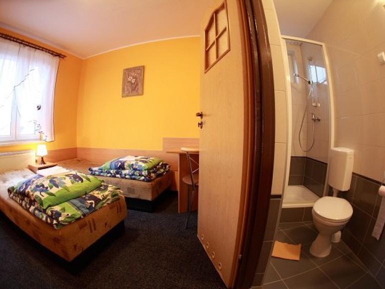 wszystkie pokoje z łazienkami