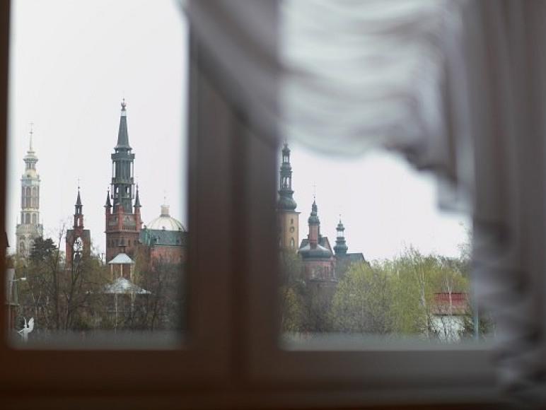 widok z okna na Sanktuarium