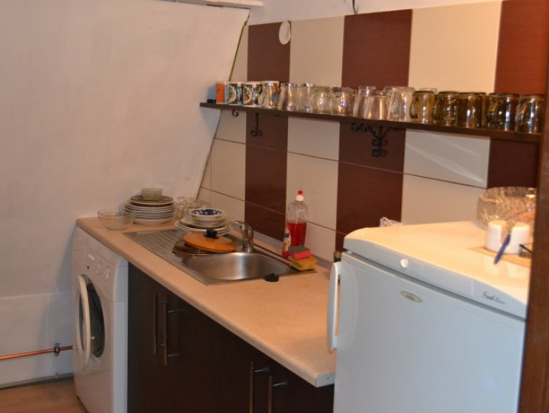 Kuchnia ( Lodówka, kuchnia gazowa, piekarnik, pralka, naczynia)