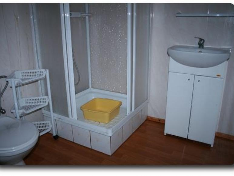lazienka w domku 2-pokojowym