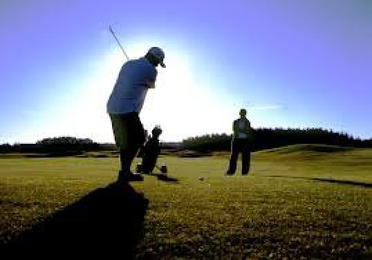 golf to sposób na aktywne spędzenie czasu