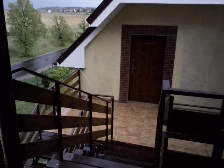 widok z balkonu na apartament