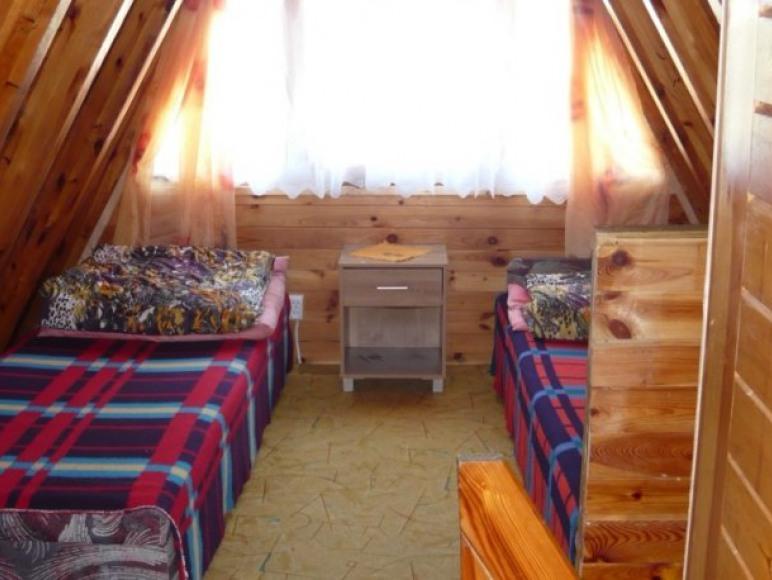 pokoik na piętrze w domku