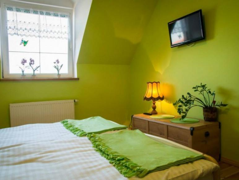 Pokój zielony, 3 os, dostawione jedno łóżko, pokój posiada własną dużą łazi