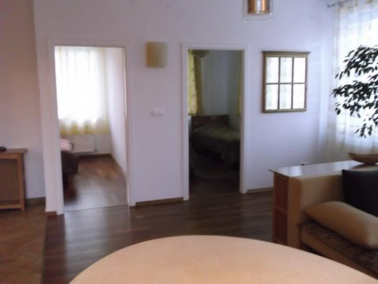 Apartament widok z salonu na sypialnie