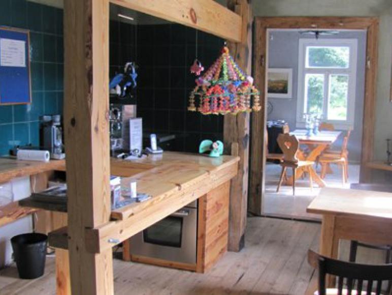 Widok od kuchni do jadalni