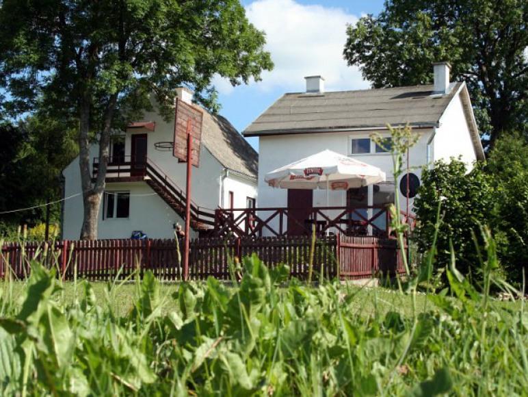 Dwa domy nad jeziorem Czesław Bałdyga