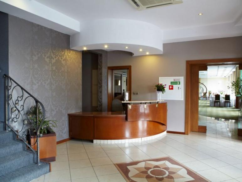 Maxima Hotel