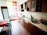 Kuchnia ogólnodostępna z balkonem