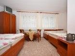 Pokoje 1-4 osobowe. Wyposażone w nowe meble. Posiadają odrębne łazienki.