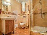 Estetycznie wykonana łazienka.