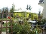 taras z pokoju i altana wspólna ogrodowa