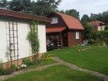 2 domki - w ogrodzie.