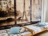 Absynt Hostel- pokój dwuosobowy z dwoma łóżkami