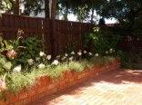 ogród kwiatowy przy domku