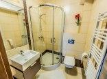 Łazienka w pokoju dwuosobowym klimatyzowanym