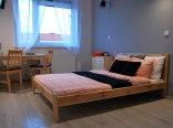 Prywatny pokój z dużym łóżkiem