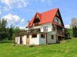 dom znajduje się na 0.5 ha ogrodzonej działce