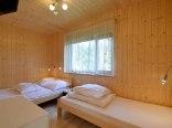 sypialnia komfortowego domku rodzinnego