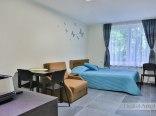 studio 223, duże małżeńskie łóżko z dostawka tzw amerykanka