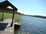 Mały domek na lato nad jeziorem