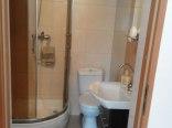 pokój trzy-czteroosobowy - łazienka