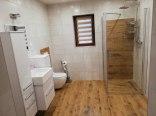 łazienka z deszcownicą