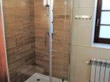łazienka w pokoju dwuosobowym na piętrze