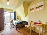 Dom 26E - pokój z balkonem i łazienką