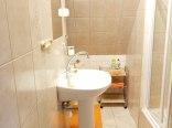 łazienka przy pokoju 3 os